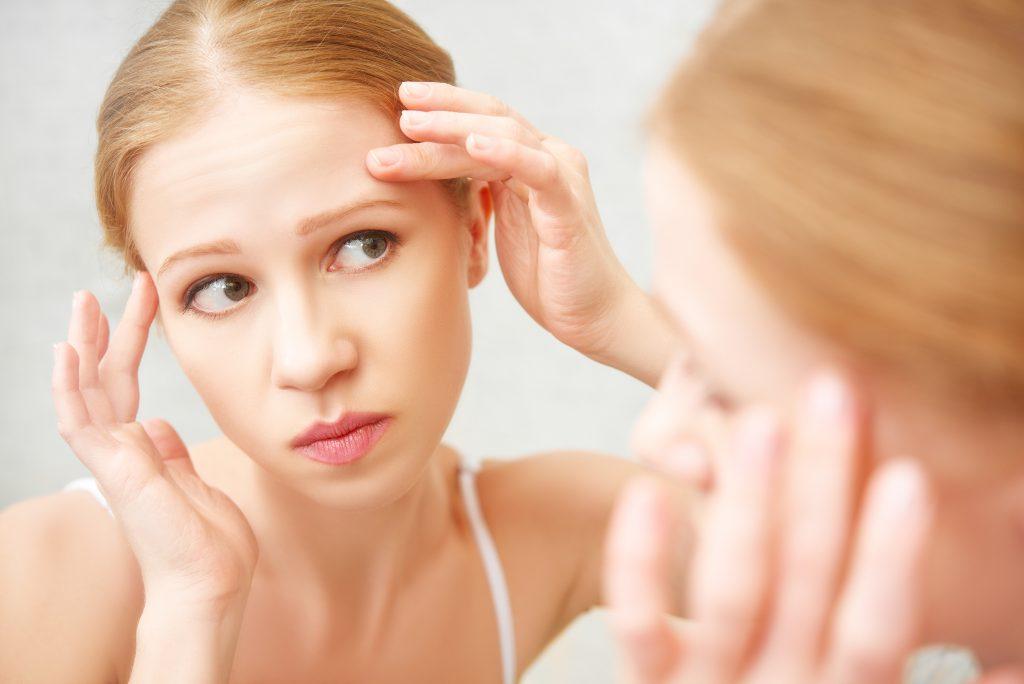 Dormir com maquiagem prejudica a saúde da pele?