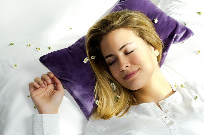 Dormir bem pode melhorar a saúde da sua pele e cabelos