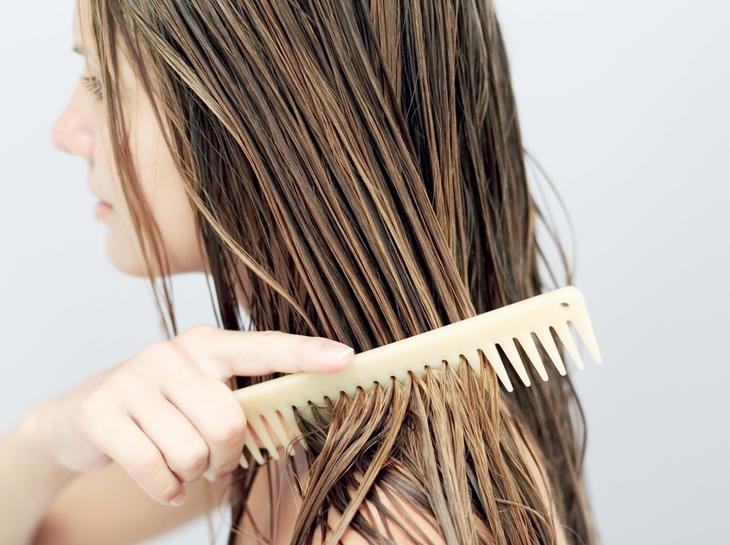 Dicas para lidar com o cabelo oleoso sem drama