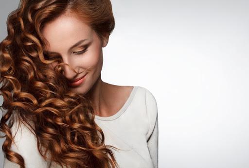 5 formas de cuidar do cabelo ressecado: confira as dicas para devolver a maciez e o brilho dos fios!