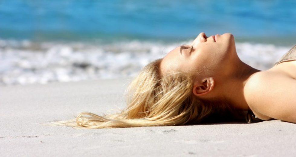 Calor, praia e piscina? Dicas para aproveitar com o cabelo bonito e saudável