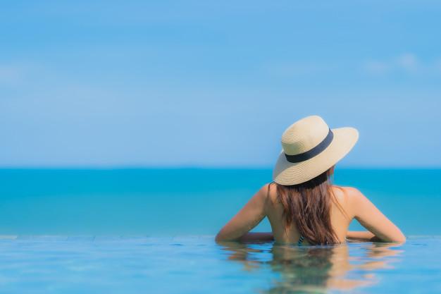5 dicas para manter os cabelos incríveis e saudáveis em dias de sol, praia e piscina